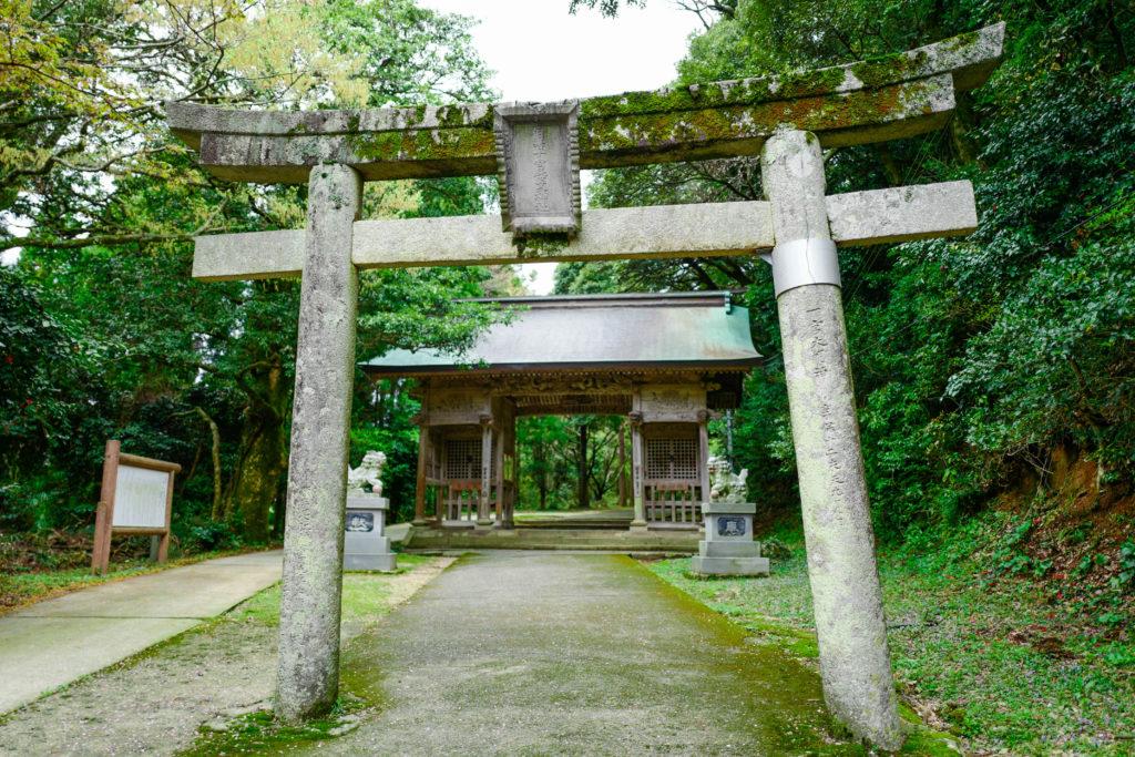 倭文神社、鳥居©2019 仰木一弘 wih LeicaQ