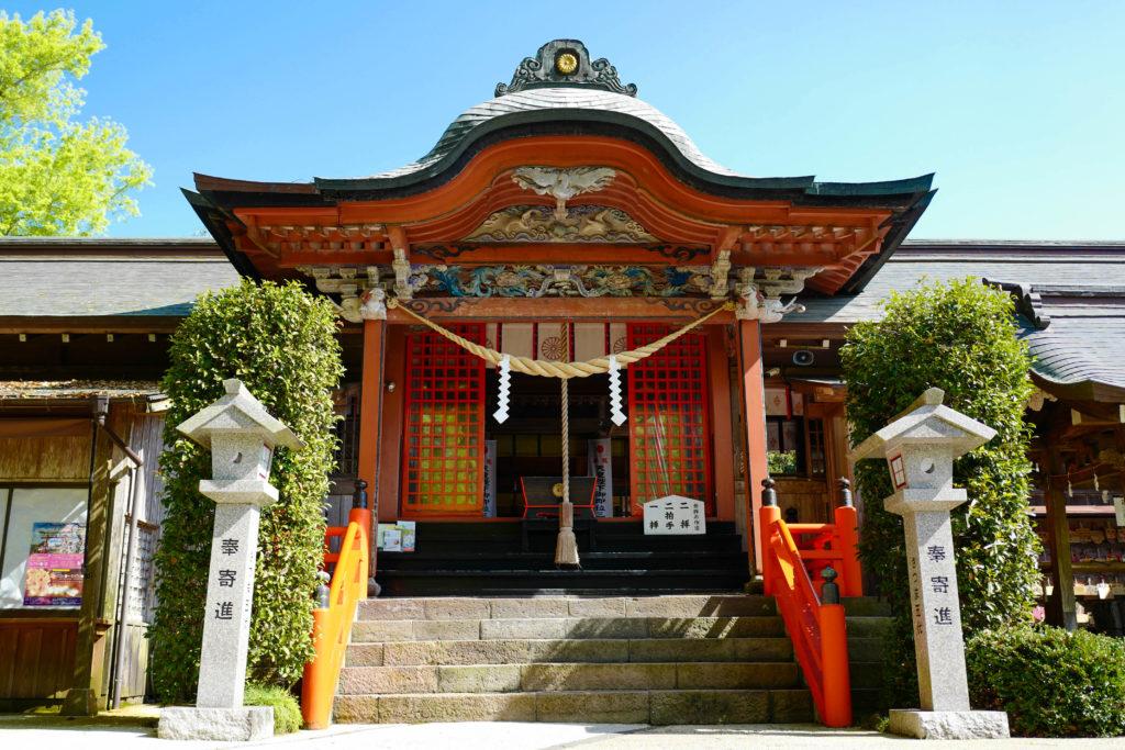 新田神社、拝殿©2019 仰木一弘 wih LeicaQ